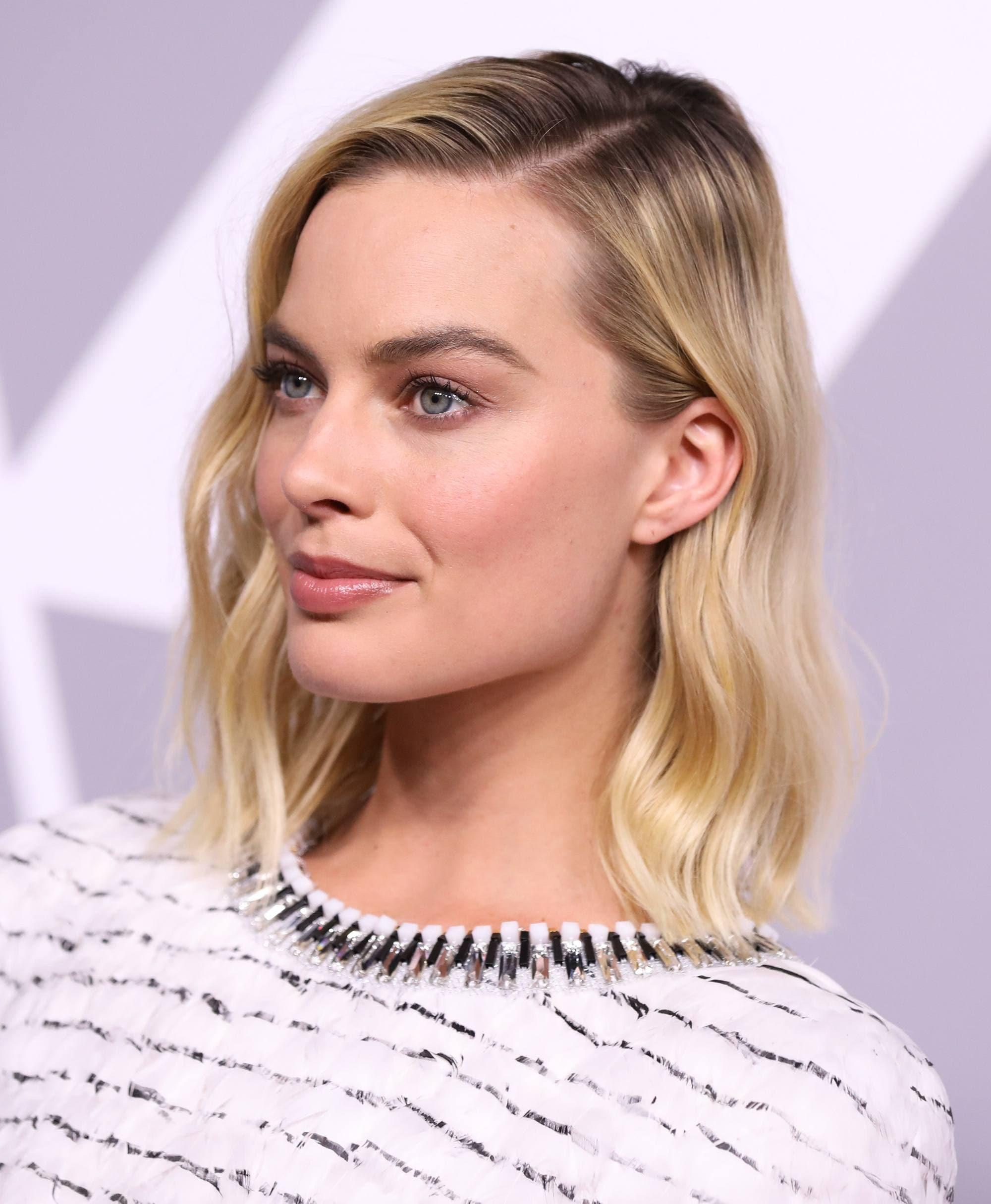 margot robbie blonde long bob with soft waves and side parting