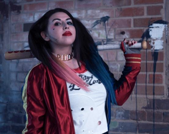 women with dark hair dressed as Harley Quinn