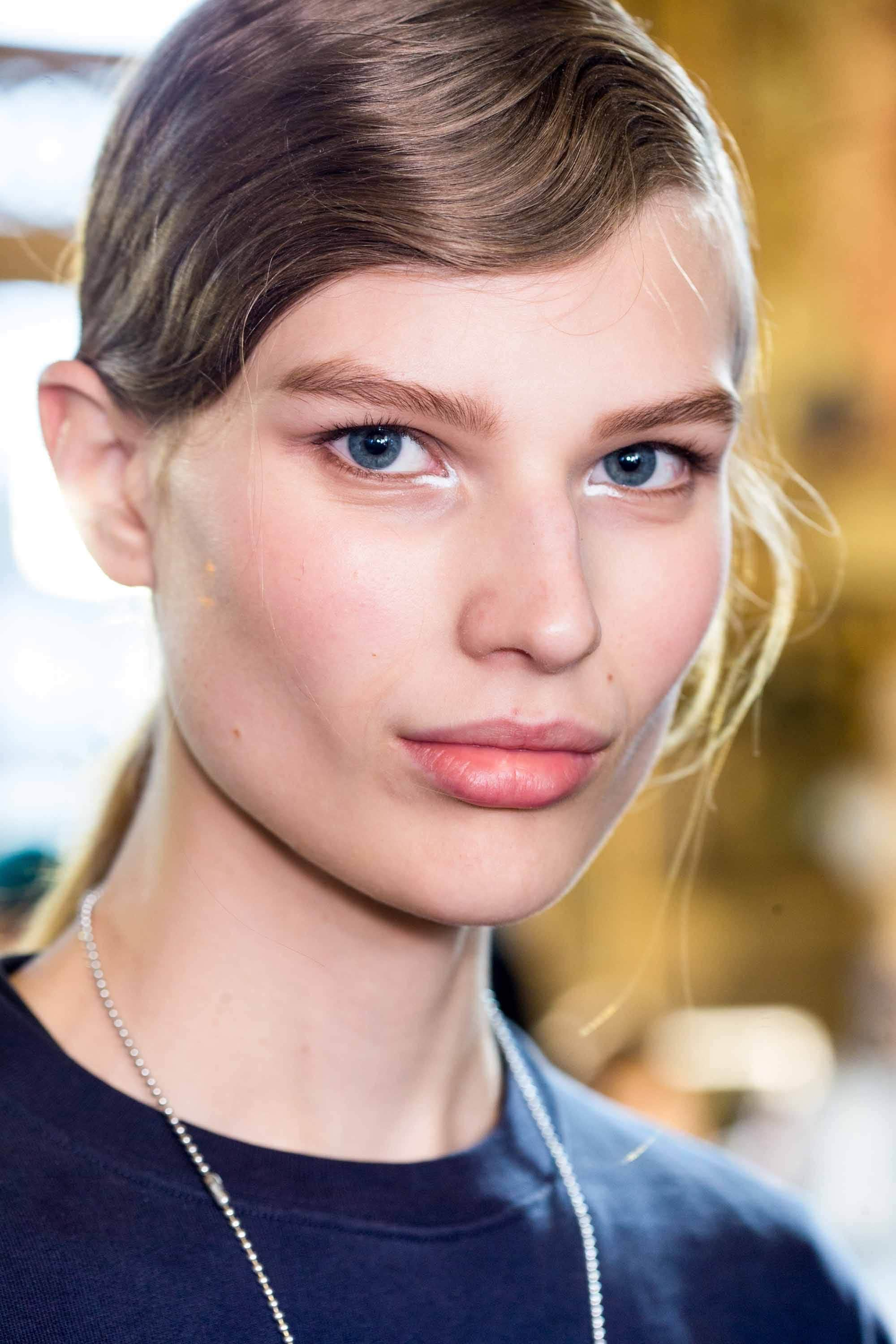 model with dark blonde hair in side parting finger waves ponytail wearing navy top at aw16 fashion week show