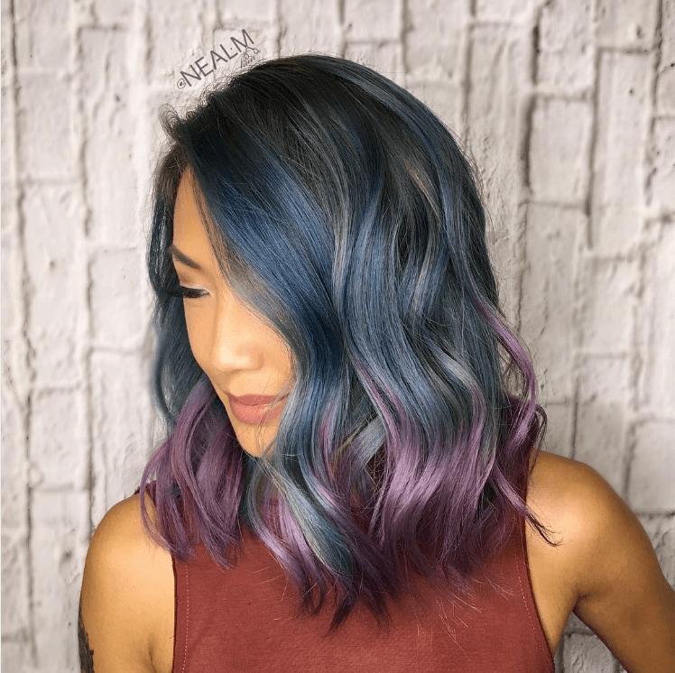 Metallic hair: peacock hair with high shine