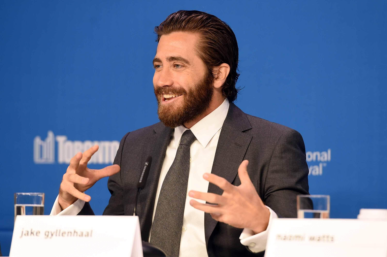 Jake Gyllenhaal man bun hairstyle for men