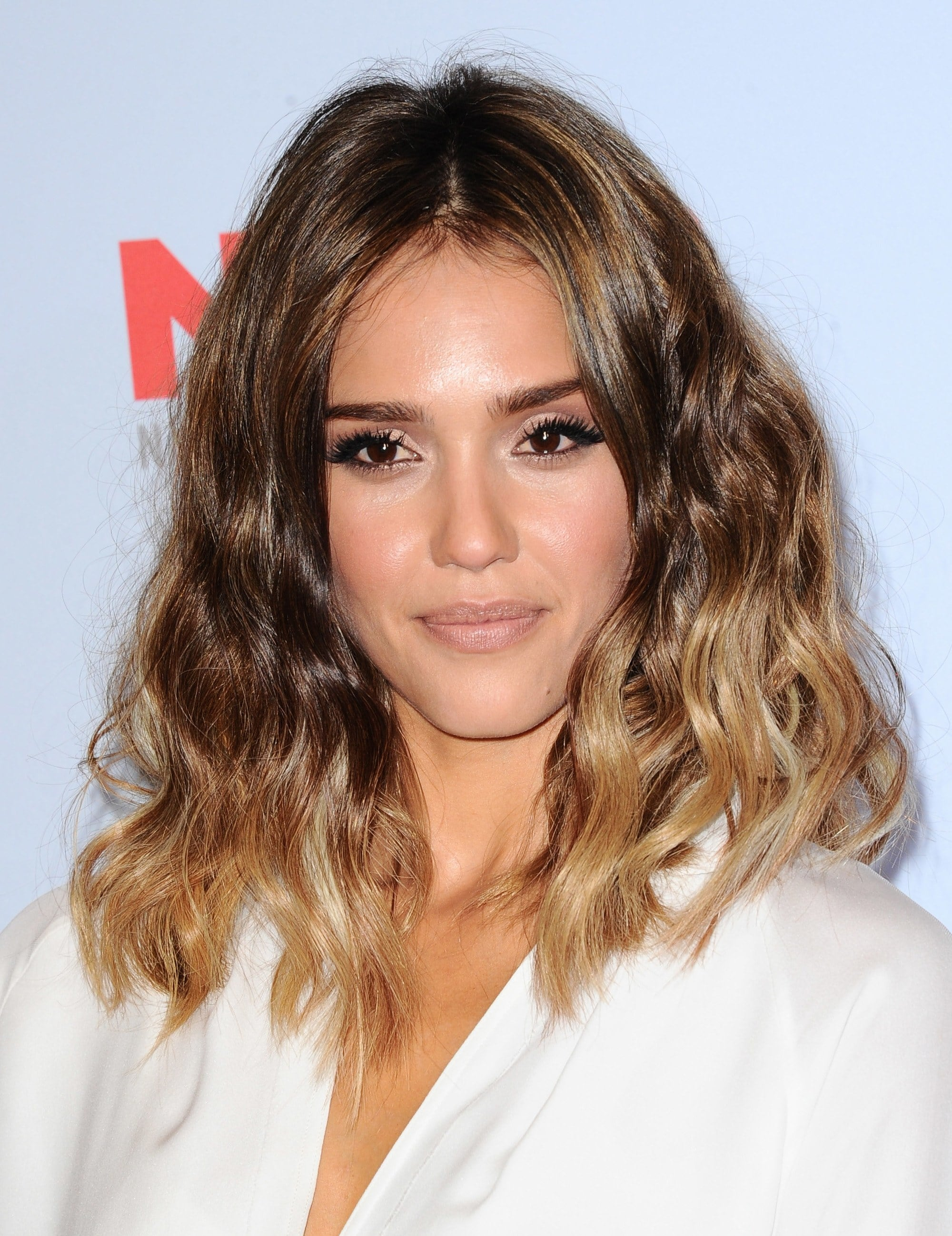 Medium hairstyles for thick hair: Jessica Alba with wavy mid-length brunette ombre hair
