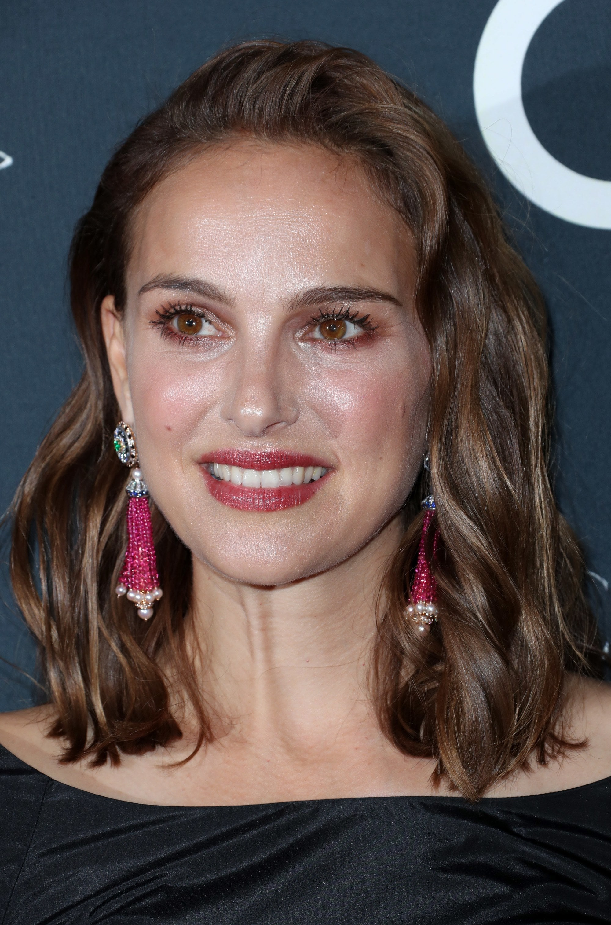 Medium hairstyles for thick hair: Natalie Portman with mid-length medium brown hair styled in undone waves