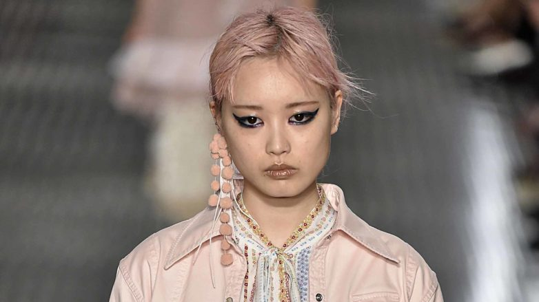 pink hair runway trend No.21 Milan