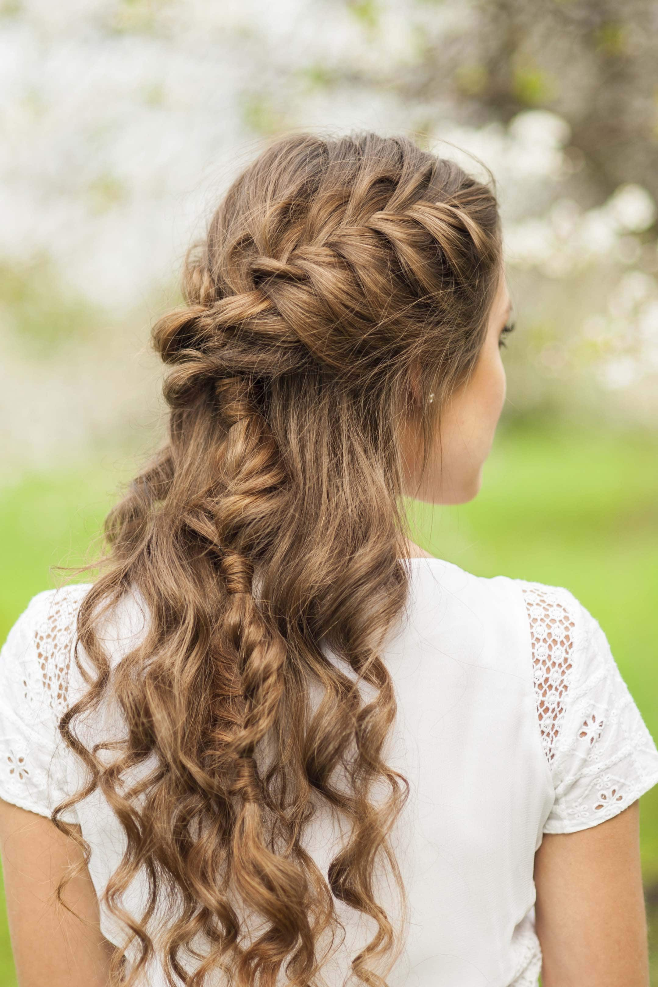 22 Stylish And Super Easy Hairstyles For Naturally Curly Hair