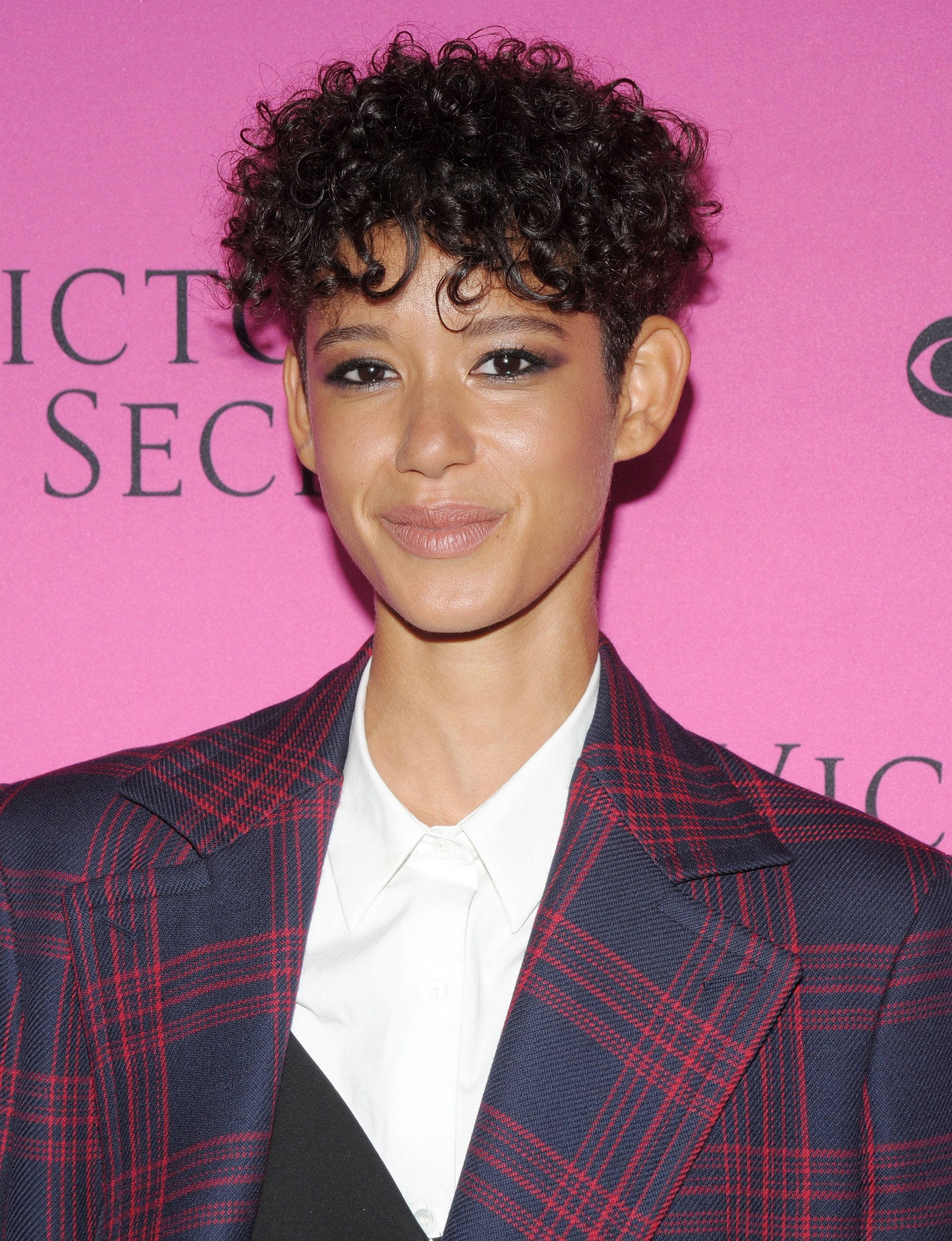 Curly hair hairstyles: Model Dilone with short dark brown curly pixie cut at Victoria's Secret event