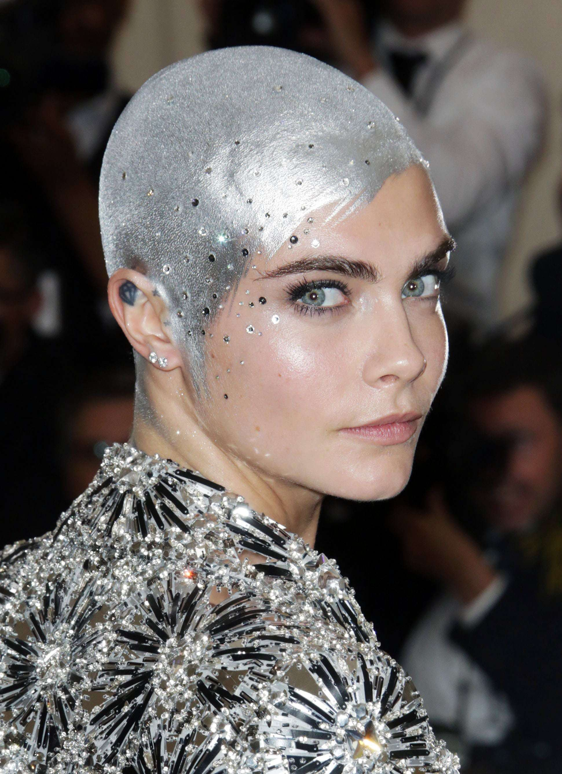 Red carpet hairstyles: Cara Delevingne silver at the Met Gala 2017