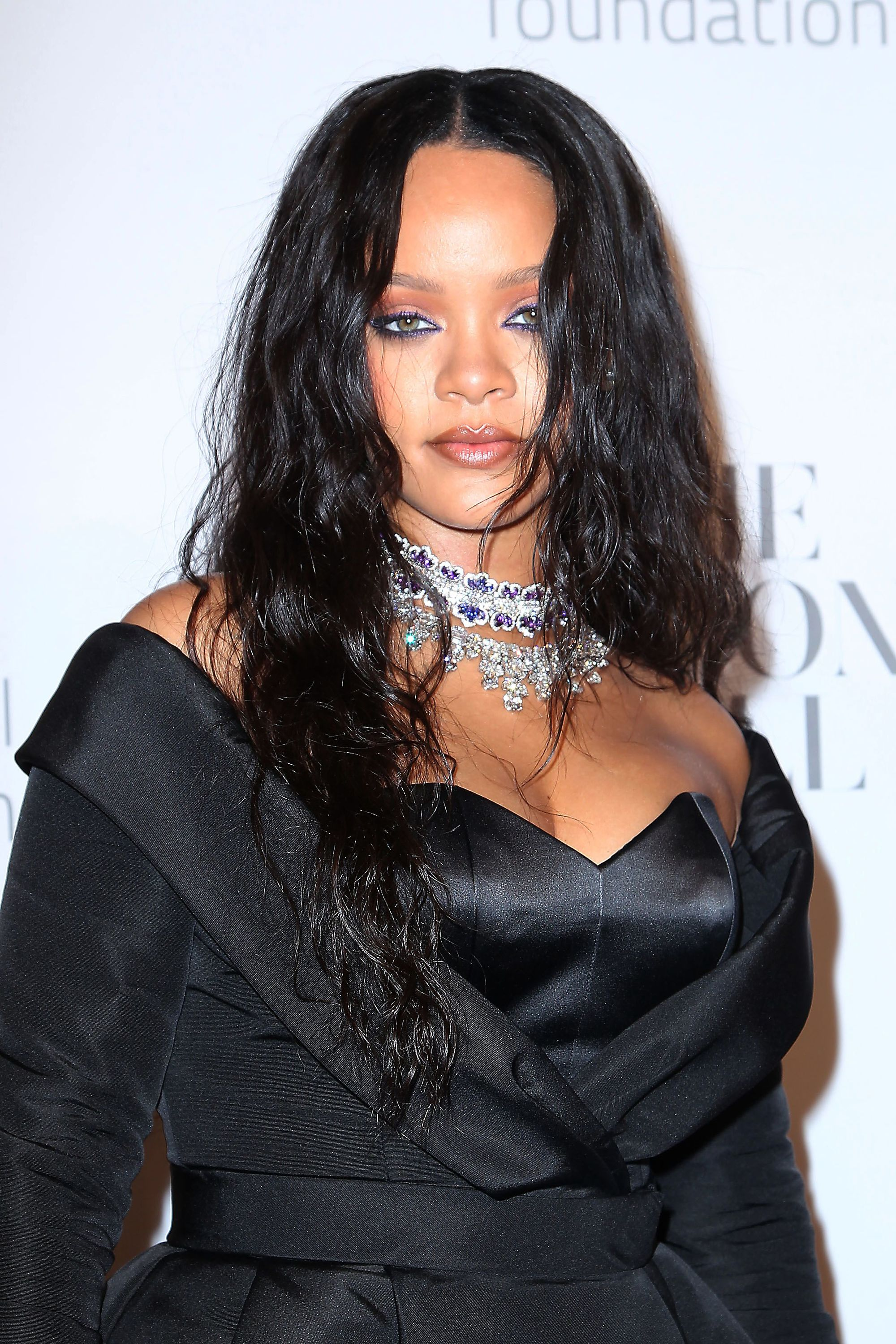 Red carpet hairstyles: Rihanna with black hair styled into loose beach waves