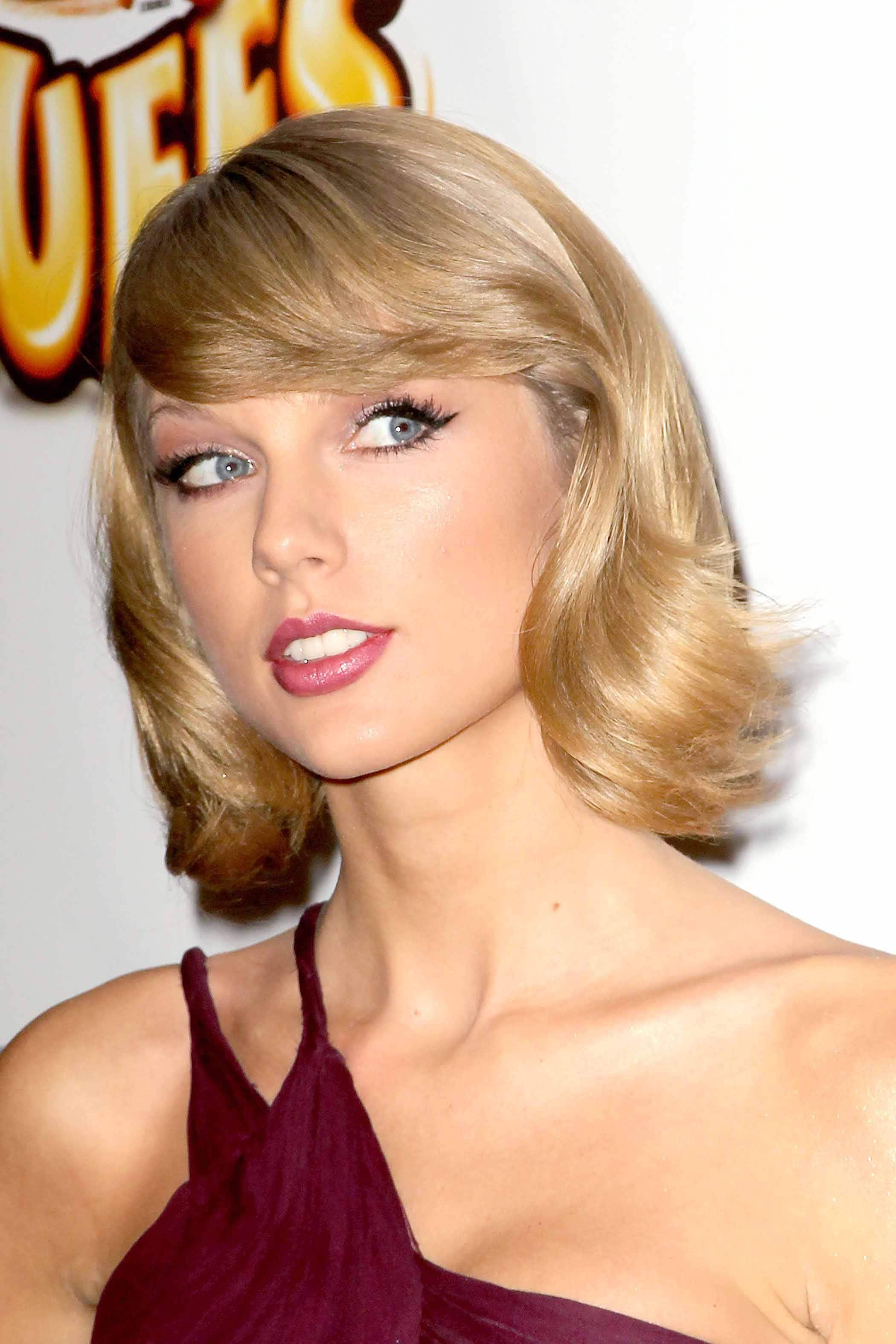 blonde hair with highlights: All Things Hair - IMAGE - Taylor Swift short wavy bob fringe