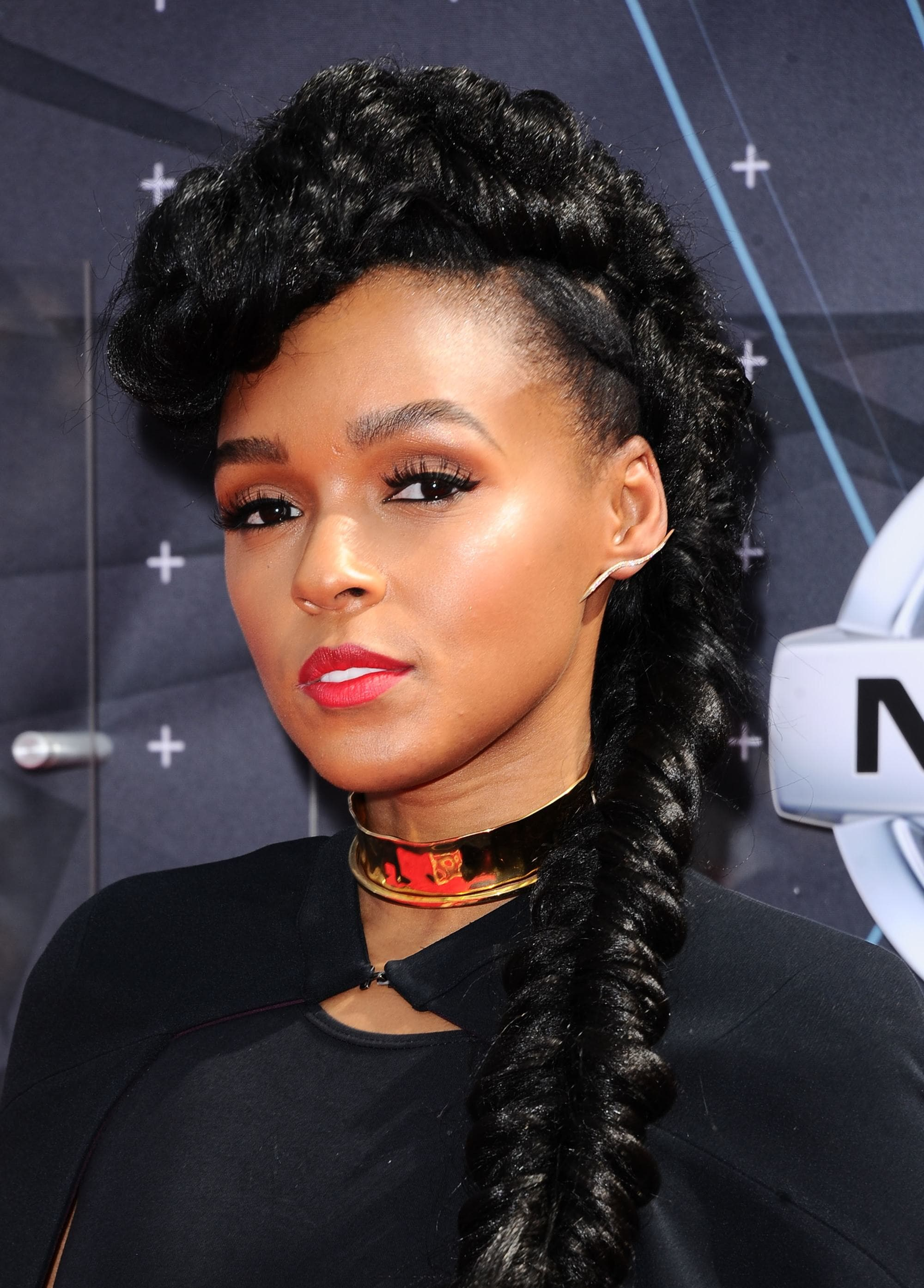 Side hairstyles: Janelle Monáe with her hair in a pomapdour style long side braid