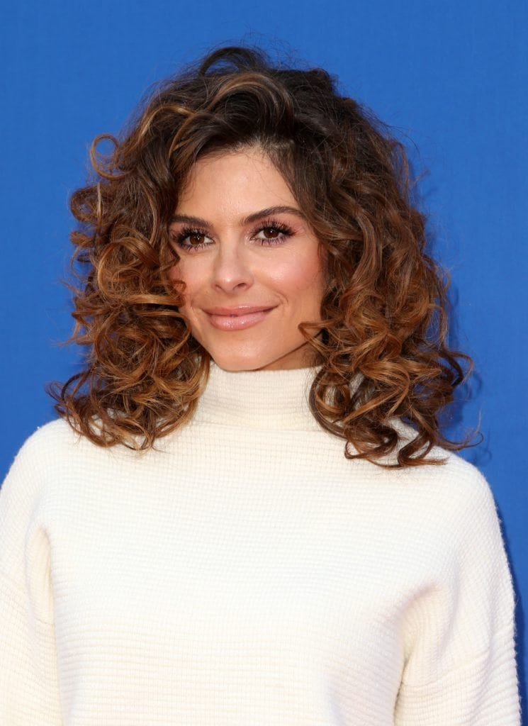 maria menounces with natural curly hair