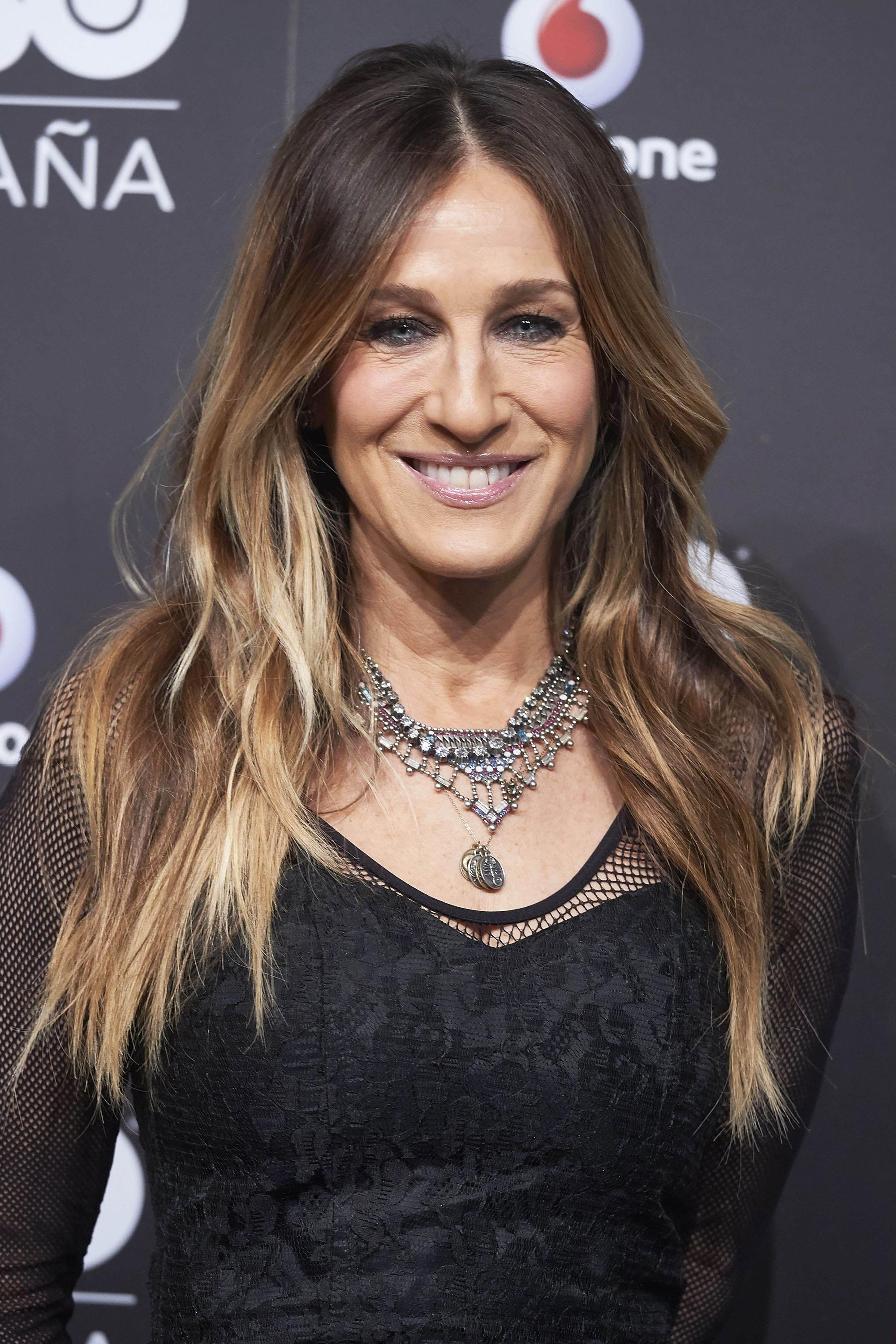 Sarah Jessica Parker with tousled waves ageless hairstyles over 50