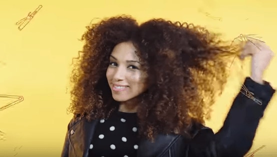 How to style curly hair tutorial girl smiling with afro hair