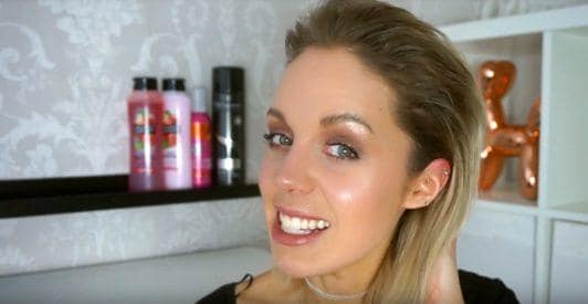 wet look hair tutorial with youtuber lorna literally with her blonde short hair slicked back for how to get the wet hair look