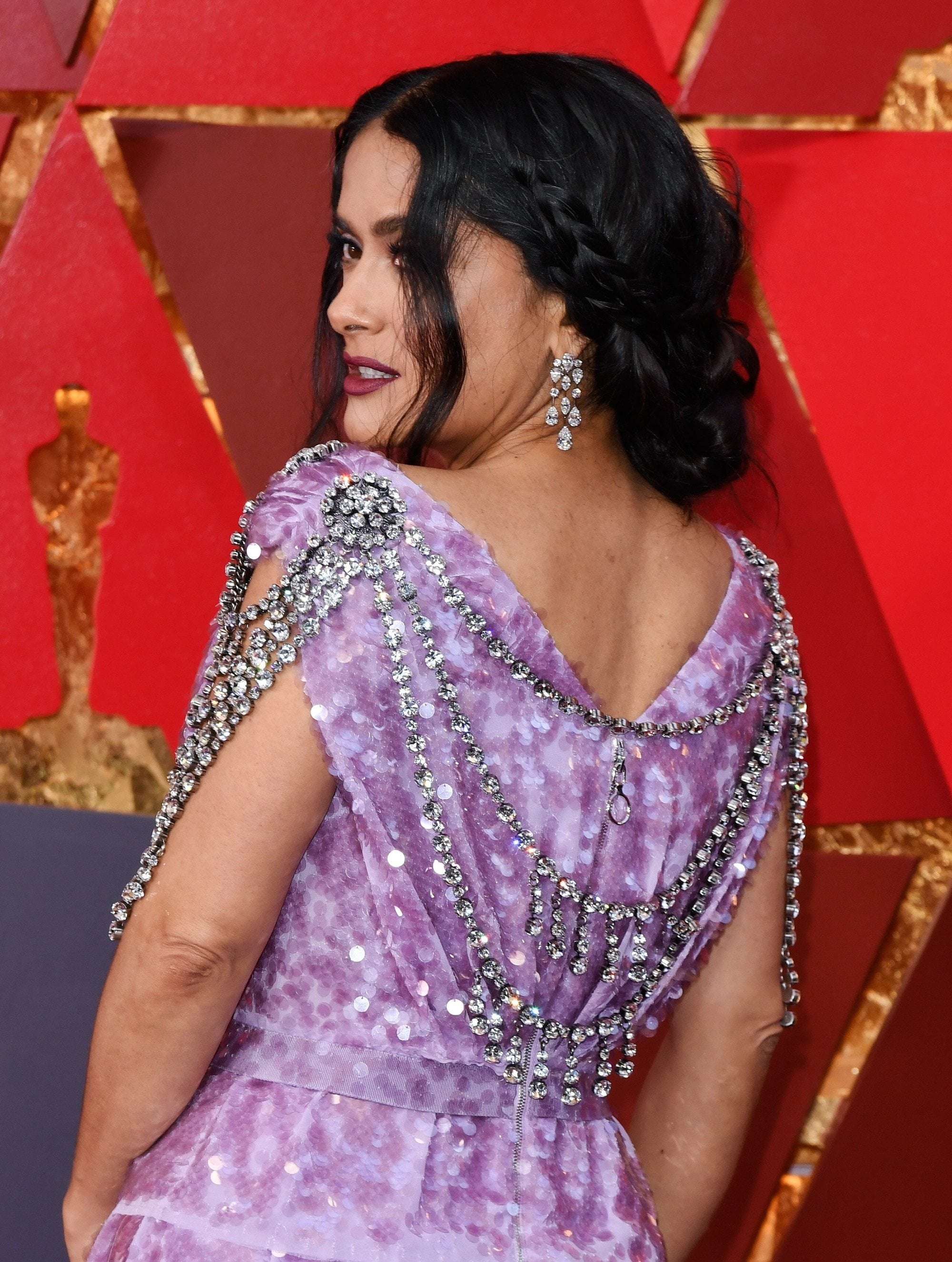 actress salma hayek at the 2018 oscars with her hair in a braided updo with loose face framing strands