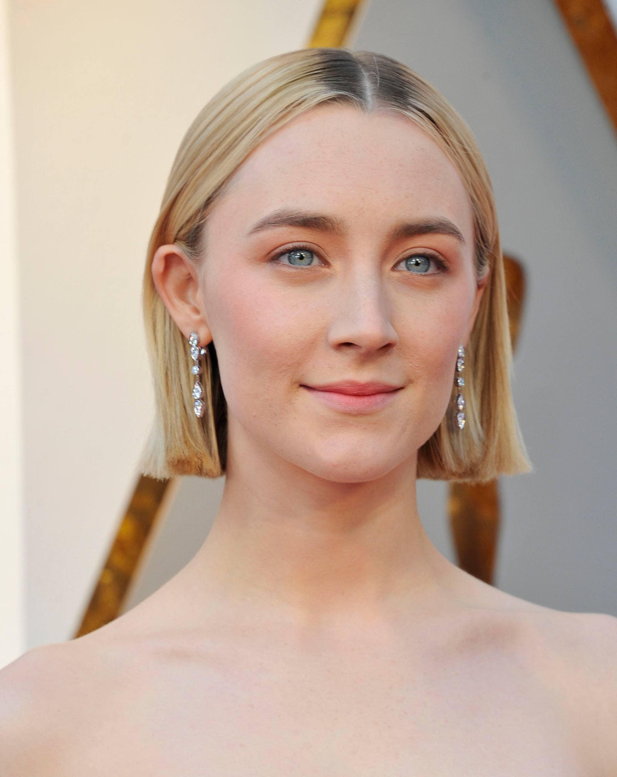 ladybird actress saoirse ronan at the 2018 oscars with a short chin length bob