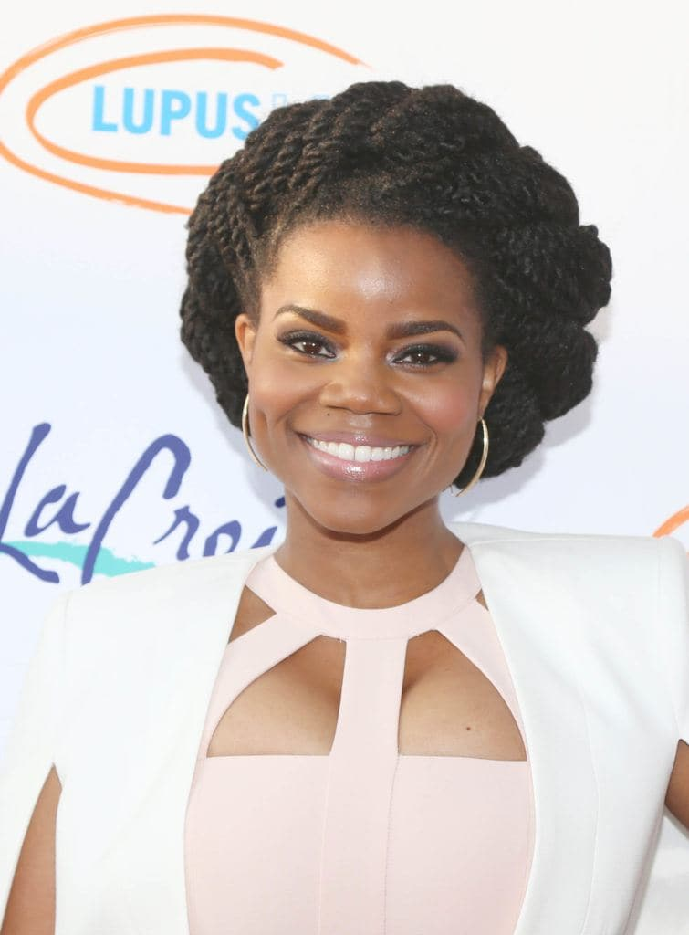 kelly jenrette with kinky twist hairstyle on the red carpet