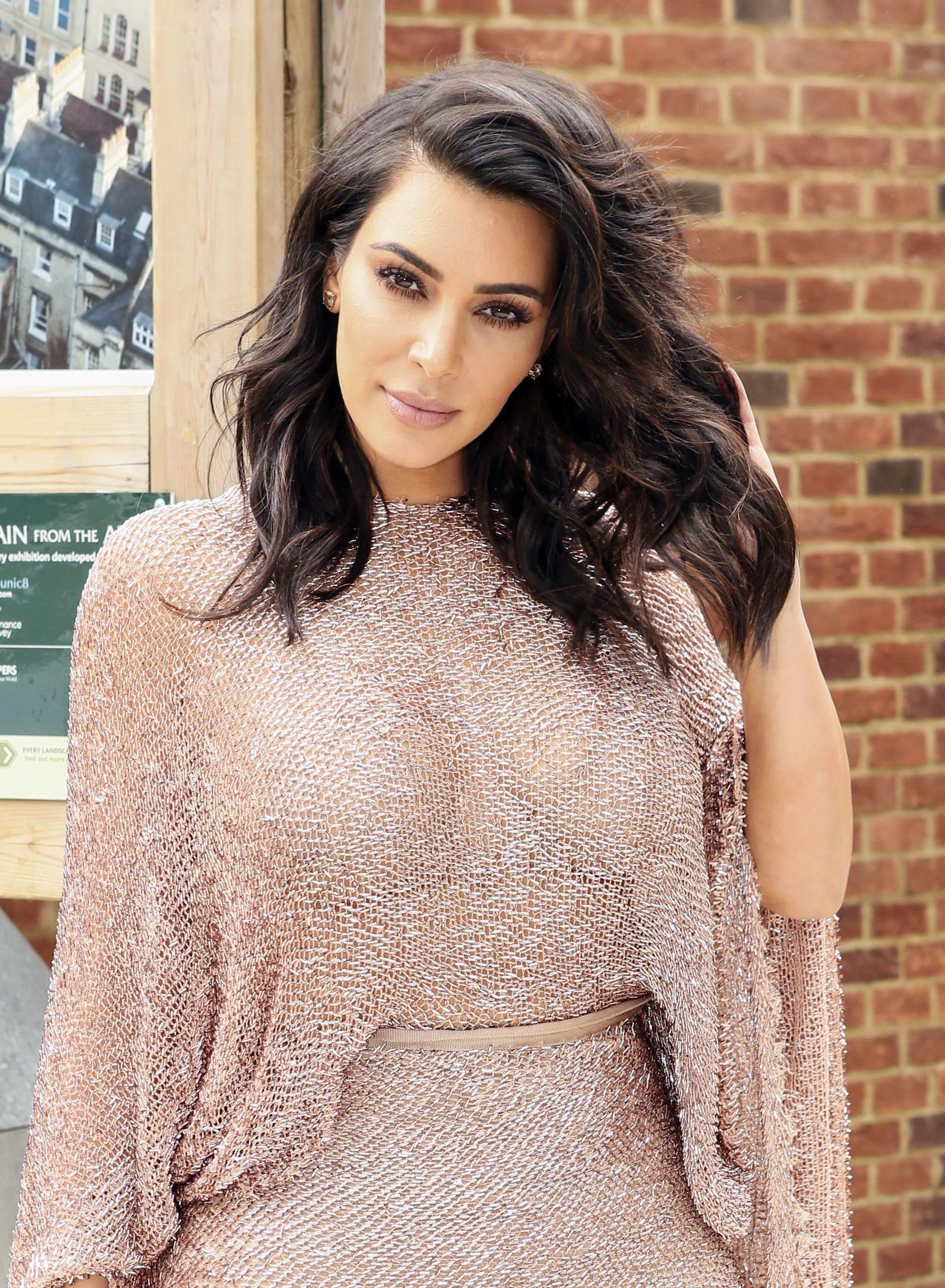 Kim Kardashian - Choppy black hair