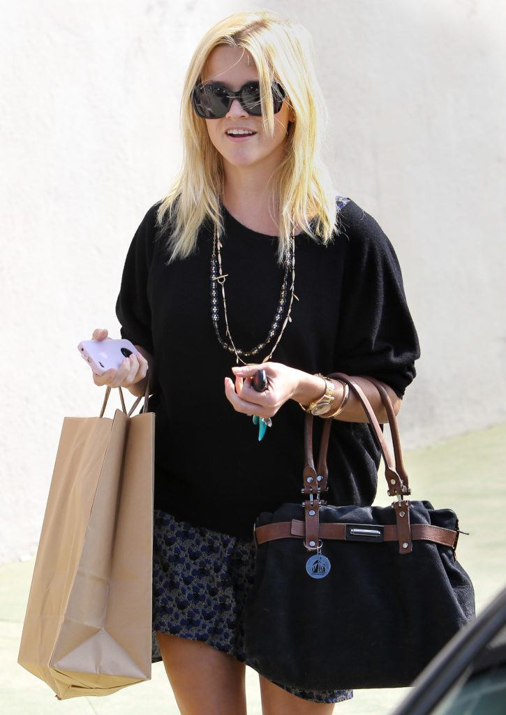 Reese Witherspoon out and about in Los Angeles with blonde hair and sunglasses carrying shopping bags - 1990s hairstyles