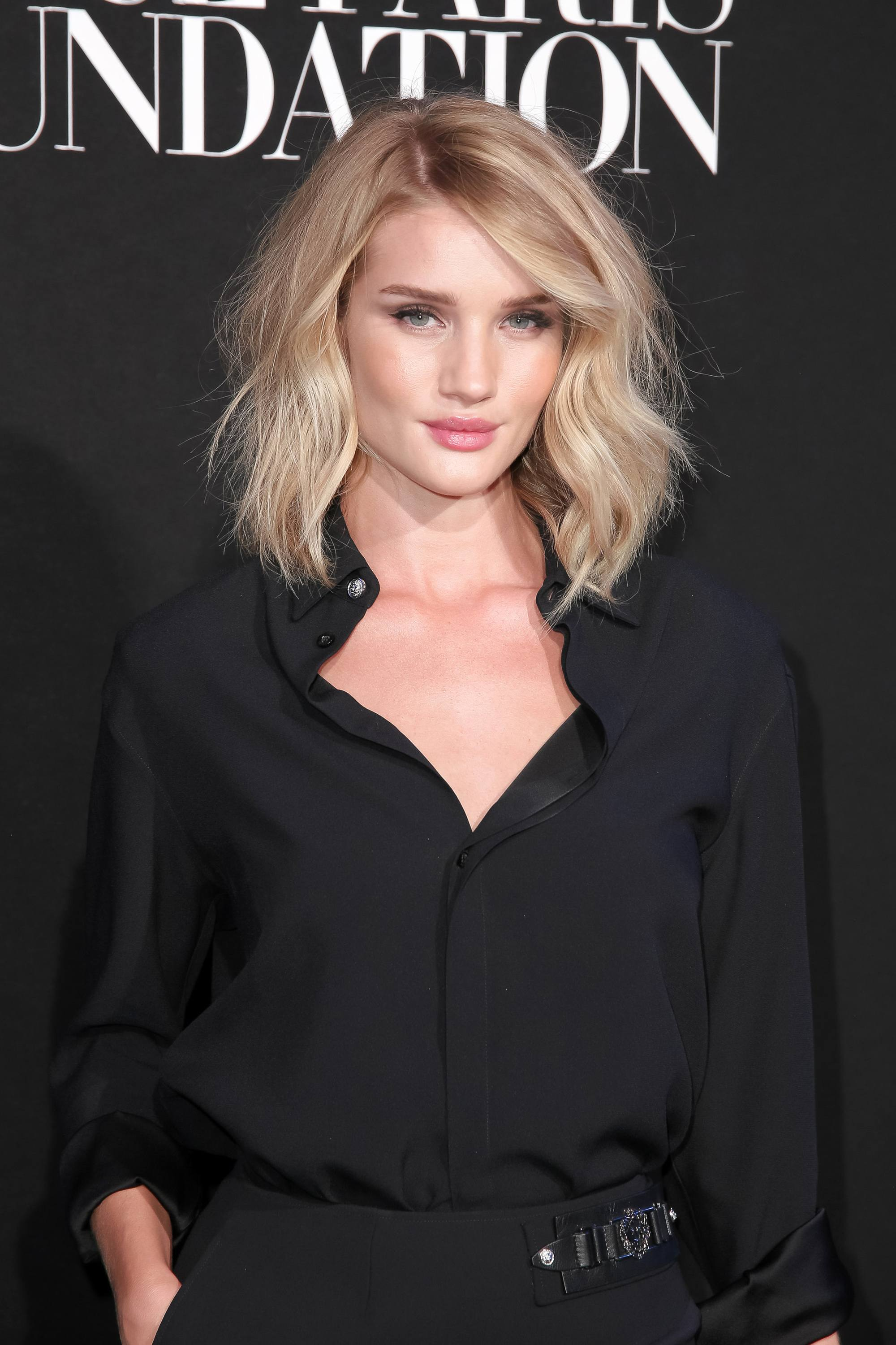 Choppy hair - RHW - Wavy blonde lob with side part