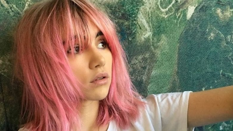 Suki Waterhouse pink hair colour lob