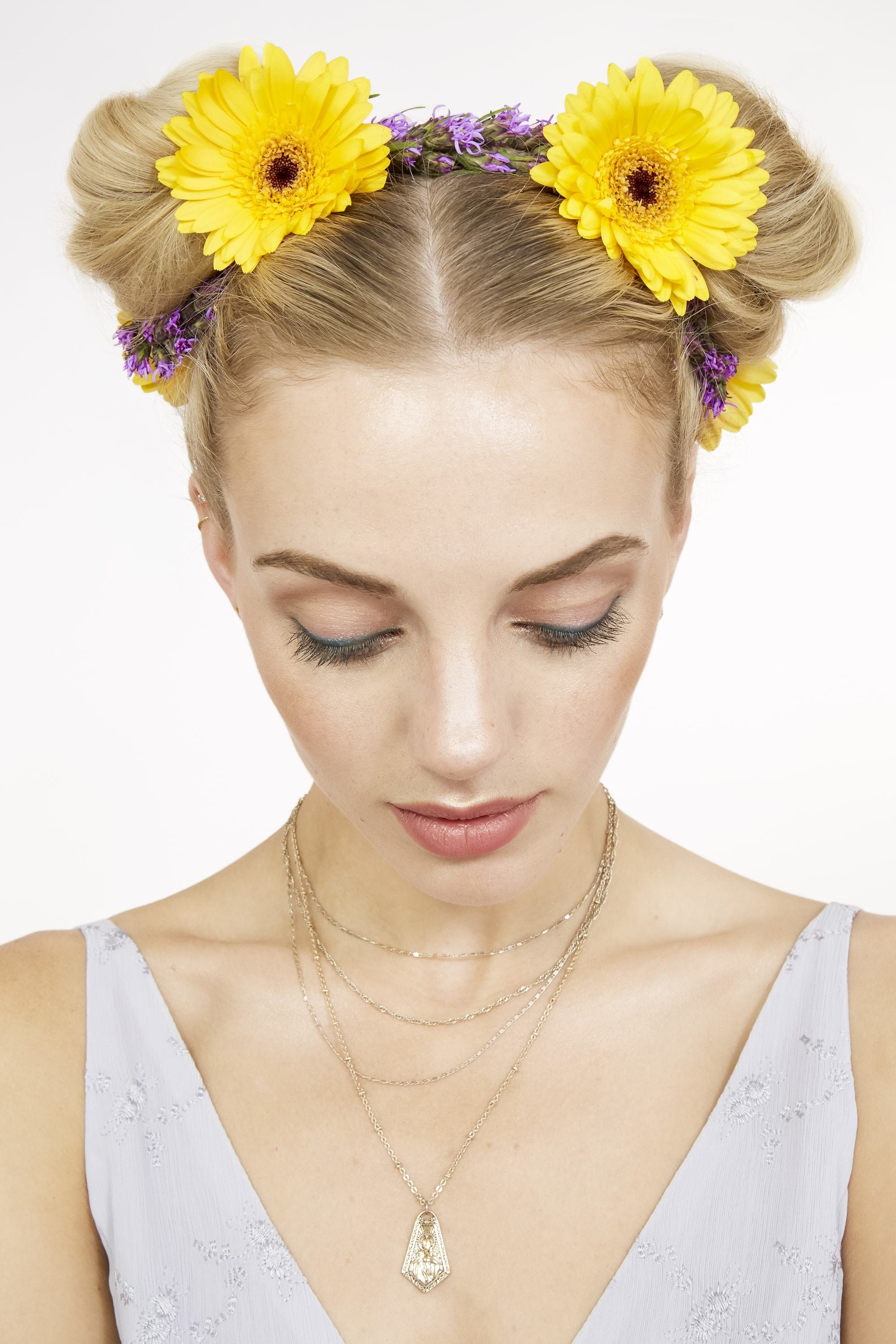4 cute floral hairstyles to rock this festival season and beyond