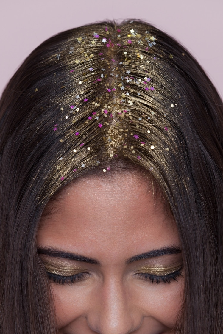 easy coachella hairstyle ideas: model with gold glitter roots