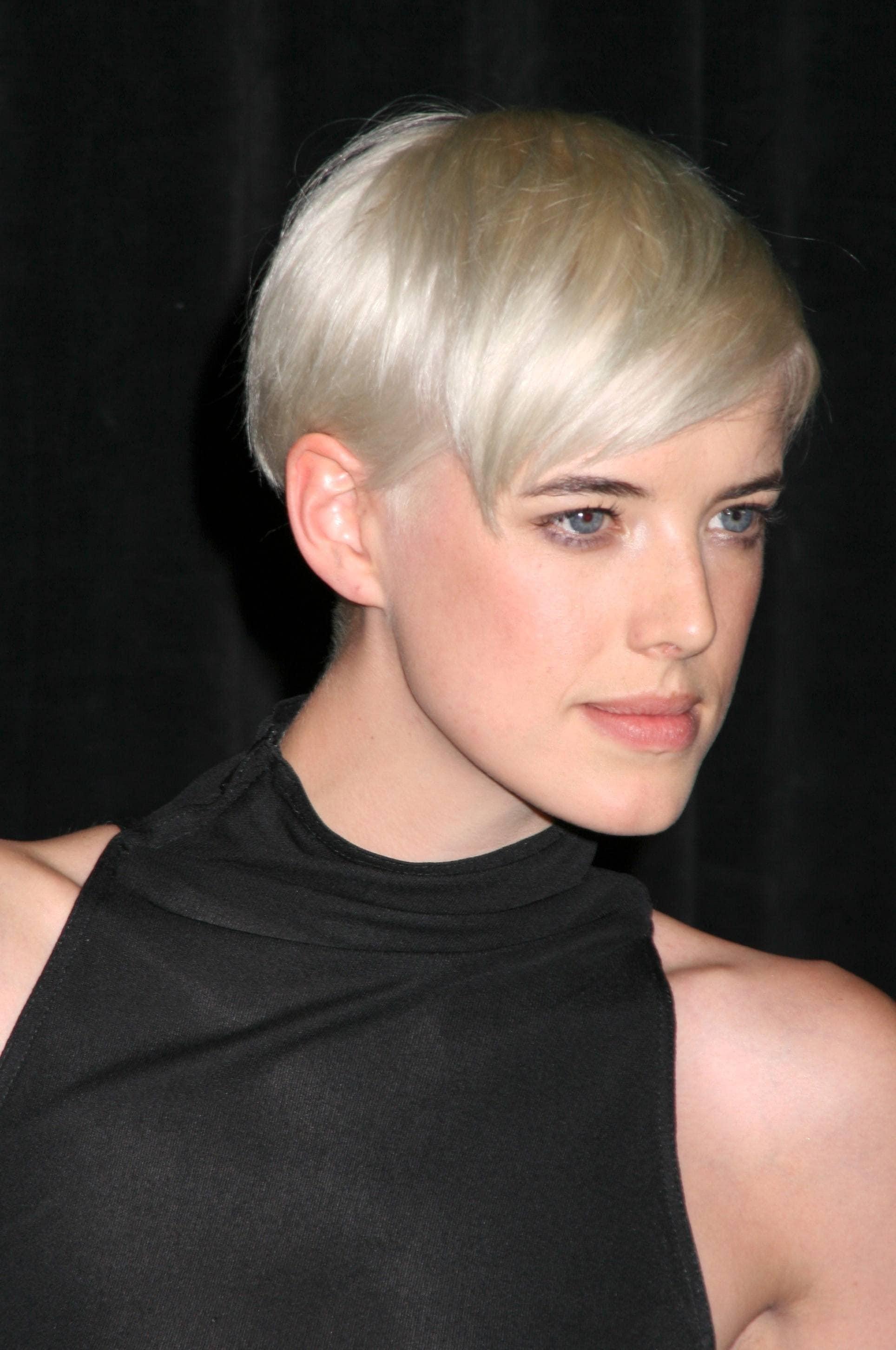 Agyness Deyn - 2008 - Short platinum blonde pixie cut - Rex