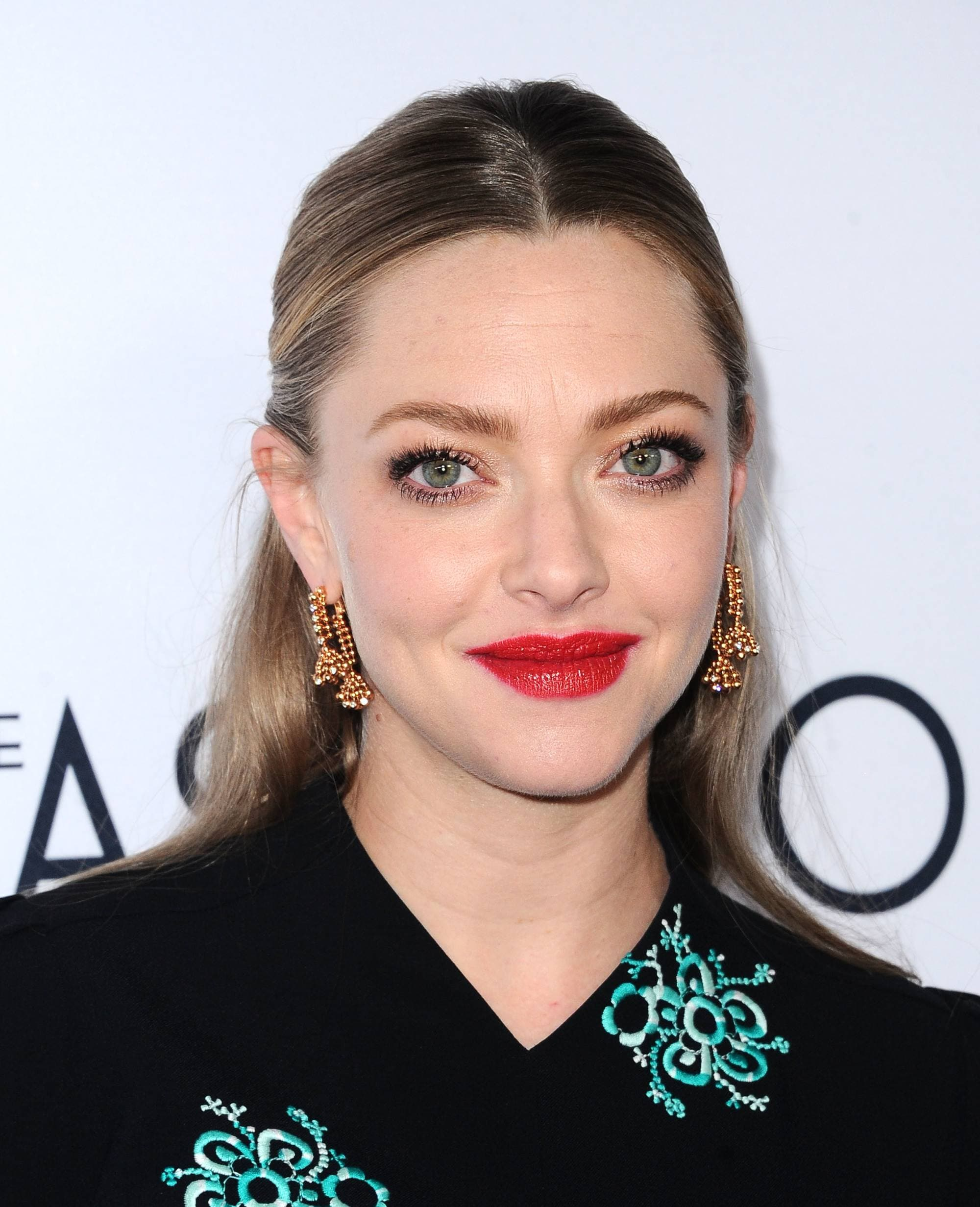 hairstyles for round faces: amanda with half up half down hairstyle on the red carpet