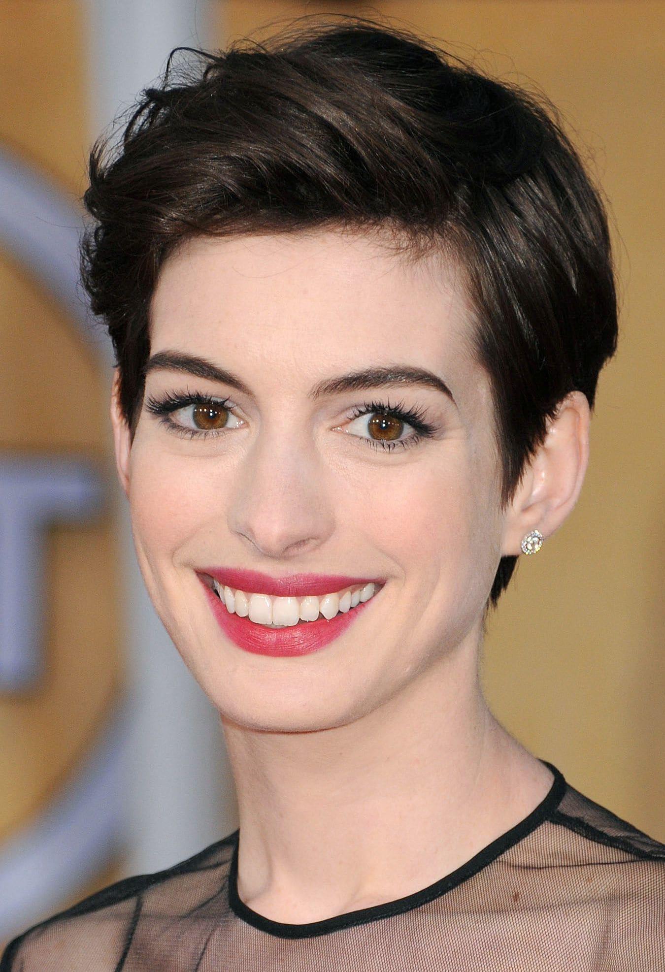 Anne Hathaway - 2013 - Brown pixie cut - Rex