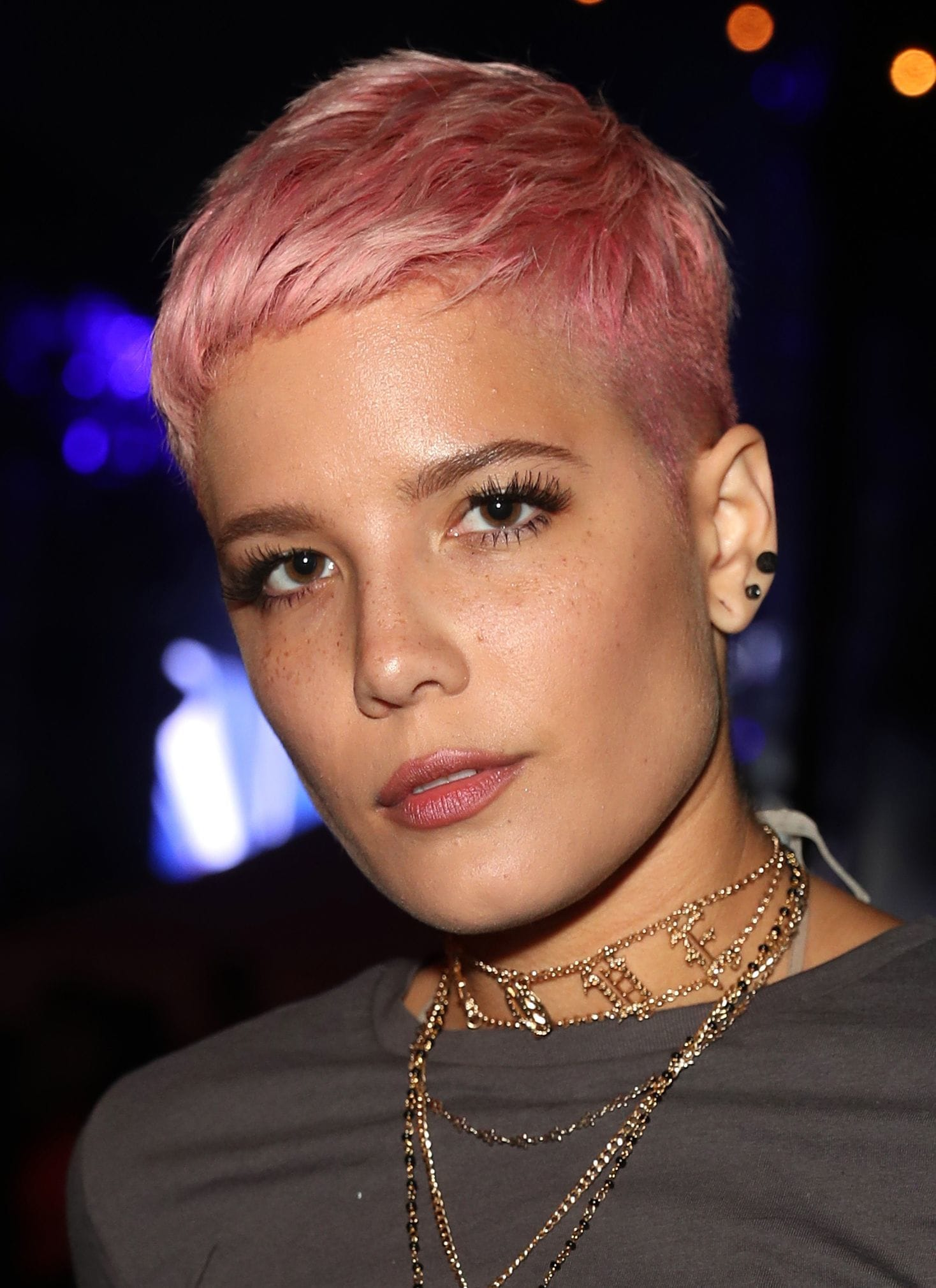Halsey - bright pink pixie cut - 2017 - Rex