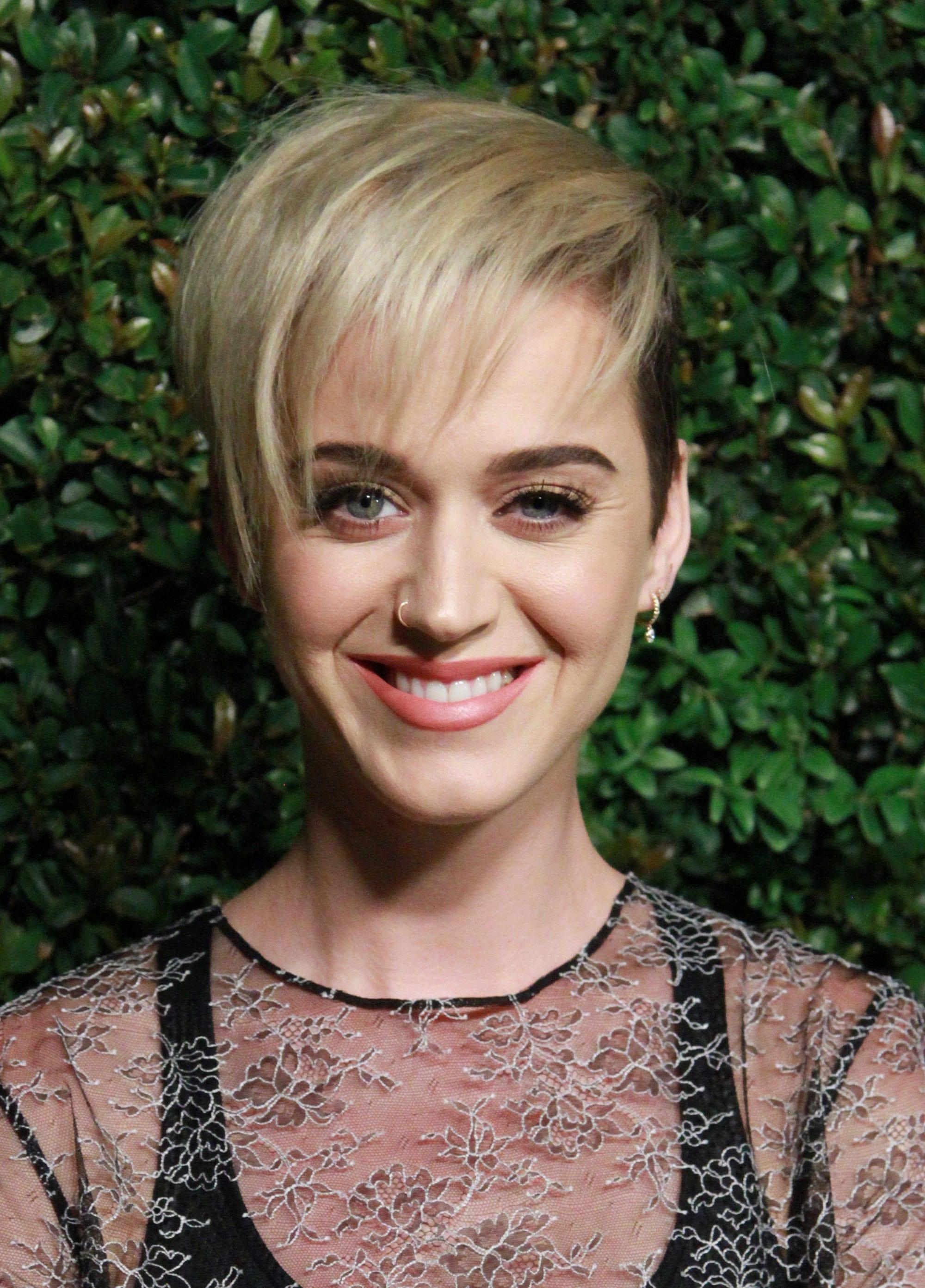 Katy Perry - long pixie cut with undercut - 2017 - Rex