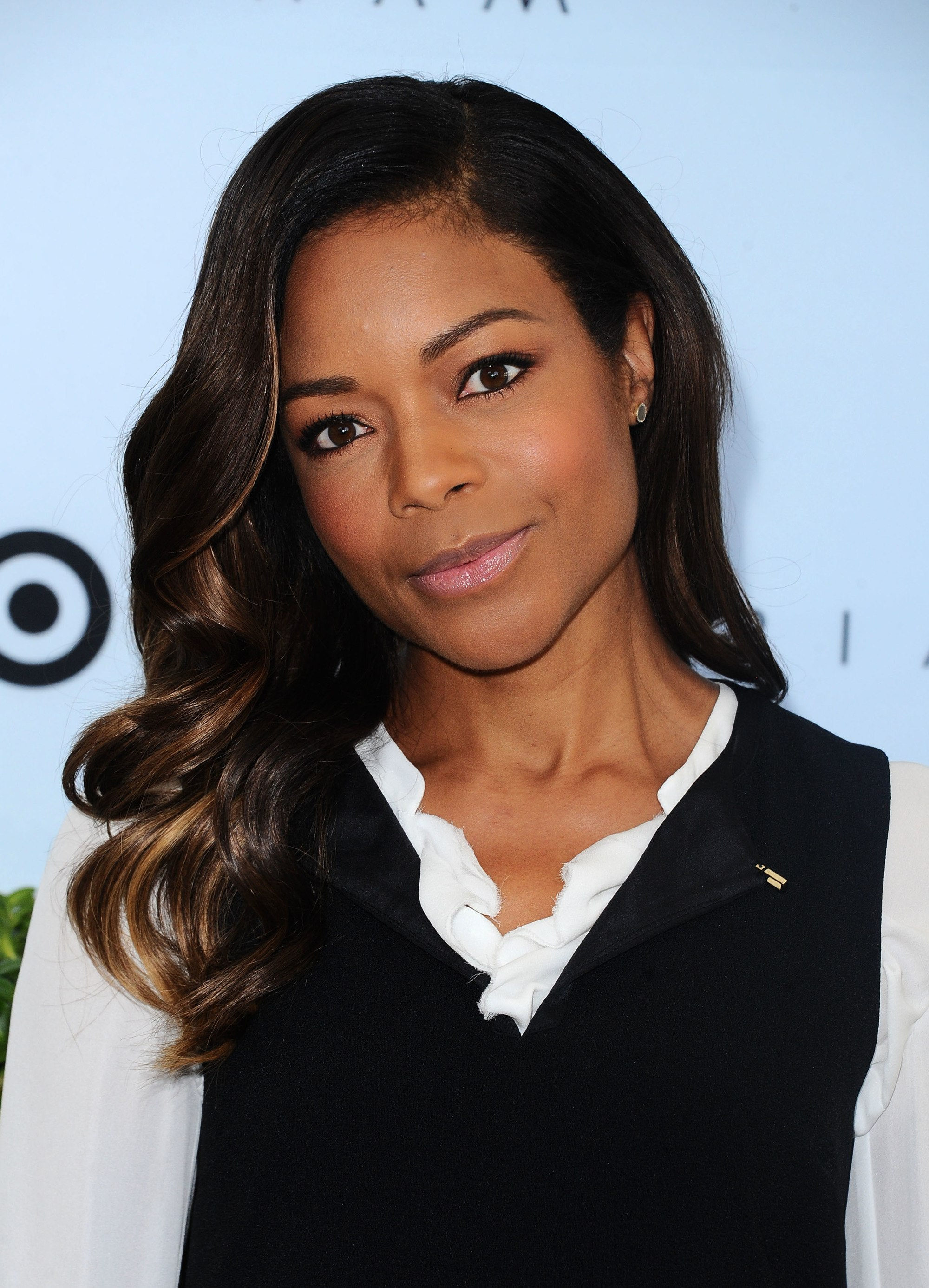 naomie harris with chocolate brown hair colour hairstyle to the side at victoria beckham event