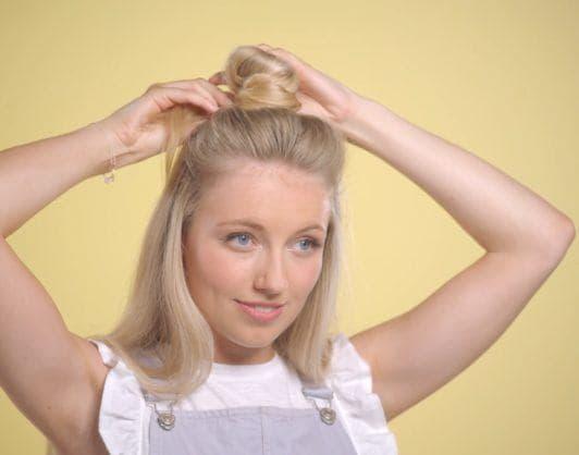 youtube beauty vlogger freddy my love tying her hair into a half-up half-down bun