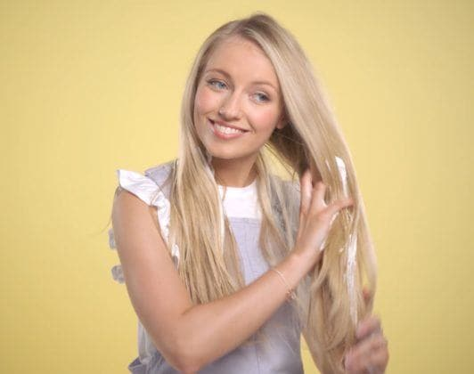 youtube beauty vlogger freddy my love applying mousse to her lengths