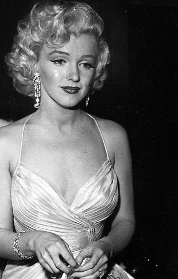 Marilyn Monroe with short blonde curly vintage hair