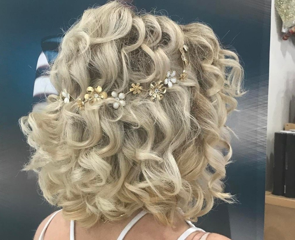 short curly blonde hair with flower hair accessory