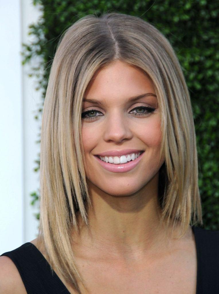 29 Best Shoulder Length Layered Haircut Photos 2020