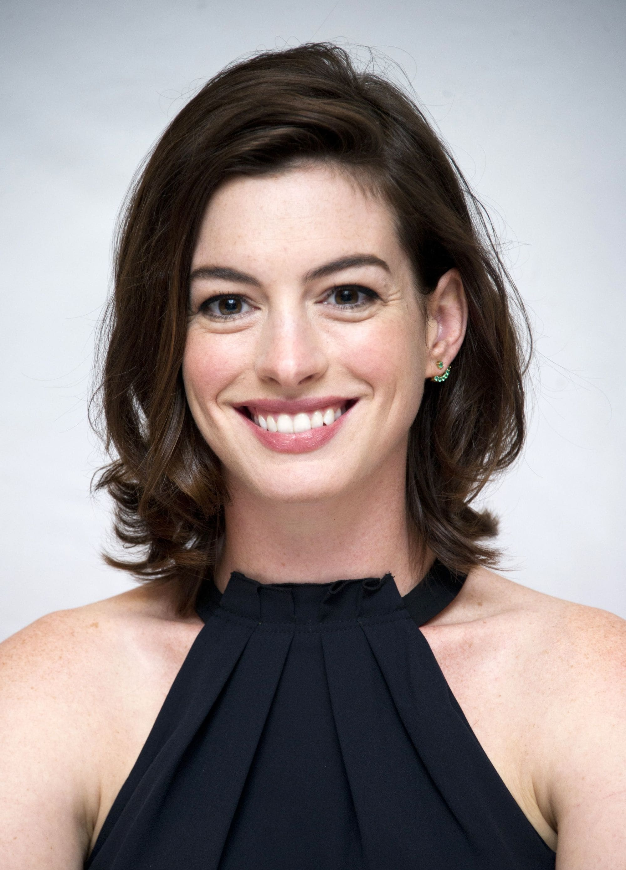 Shoulder length layered hair: actress anne hathaway with short shoulder length brunette hair and flicky layers