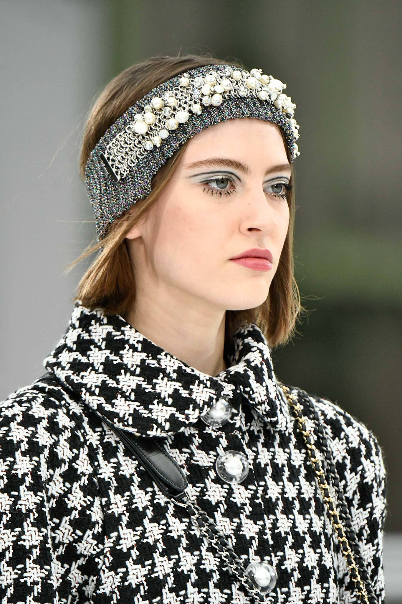 Chanel 2017 - model with grey headband encrusted with pearls