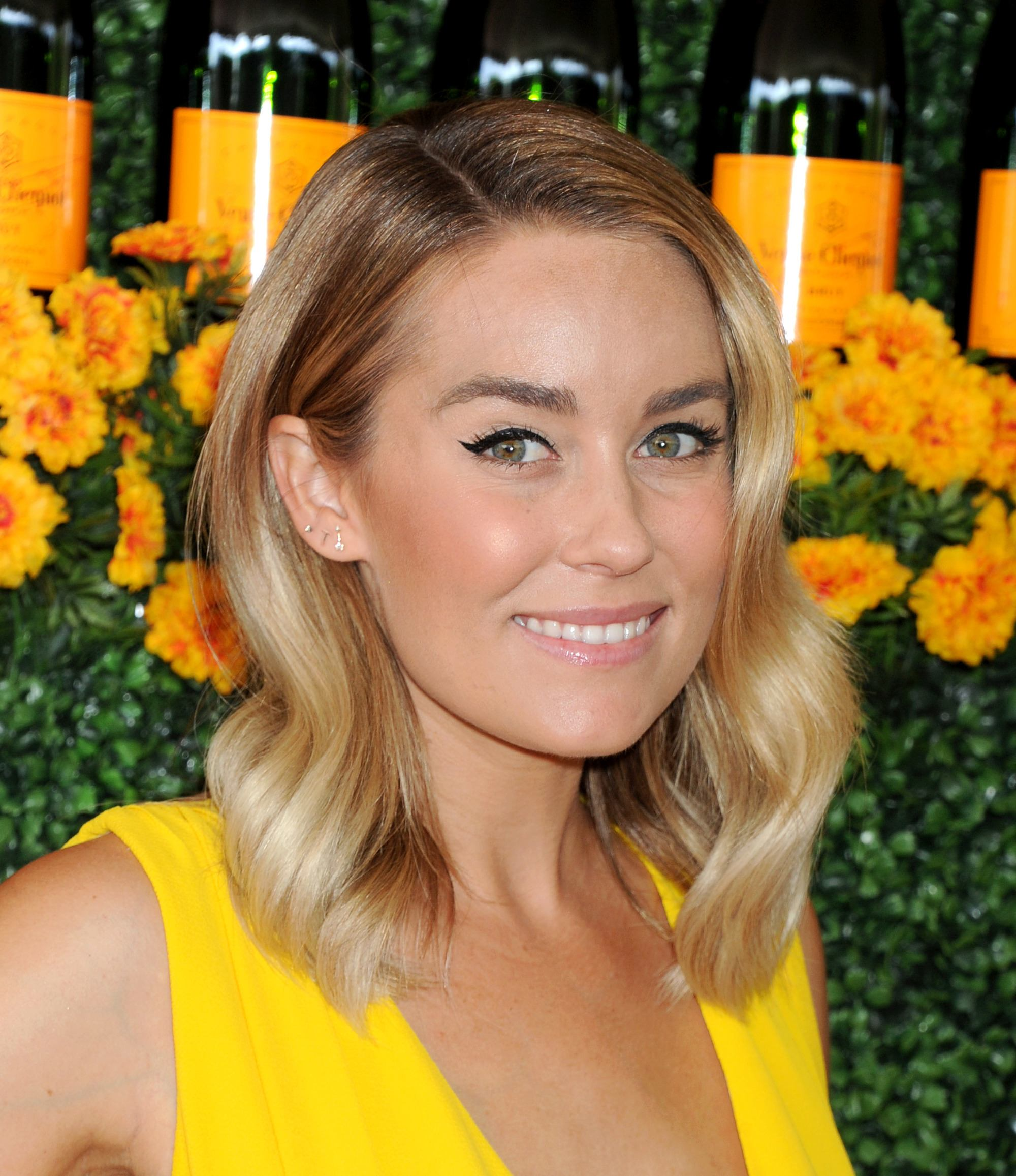 Flat iron hairstyles: Lauren Conrad with a blonde long bob with side parting and loose hollywood waves