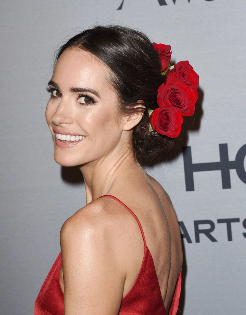louise roe with flower updo hairstyle wearing red dress at instyle awards