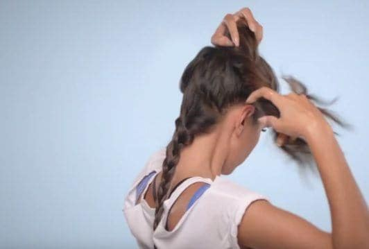 E! Beat hair boredom step by step: diipa khosla creating ponytail
