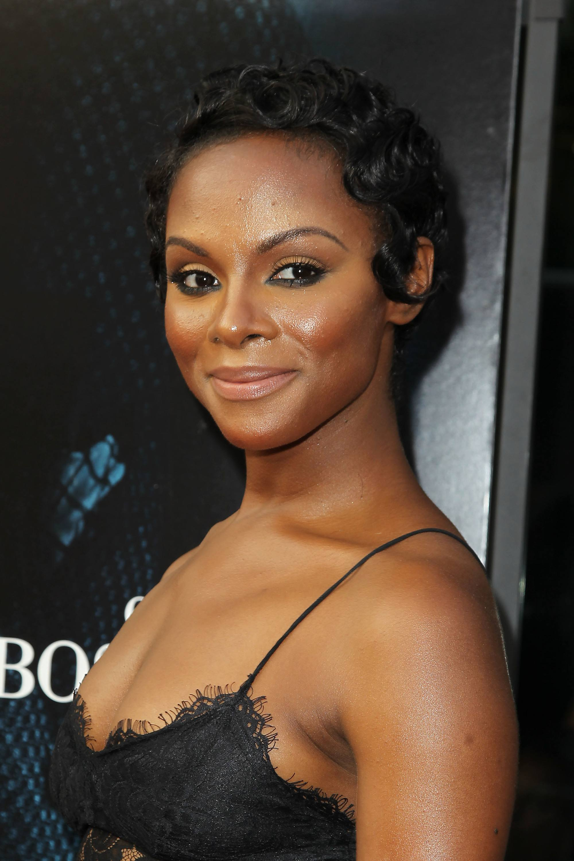 tika sumpter with vintage wavy hairstyle on the red carpet