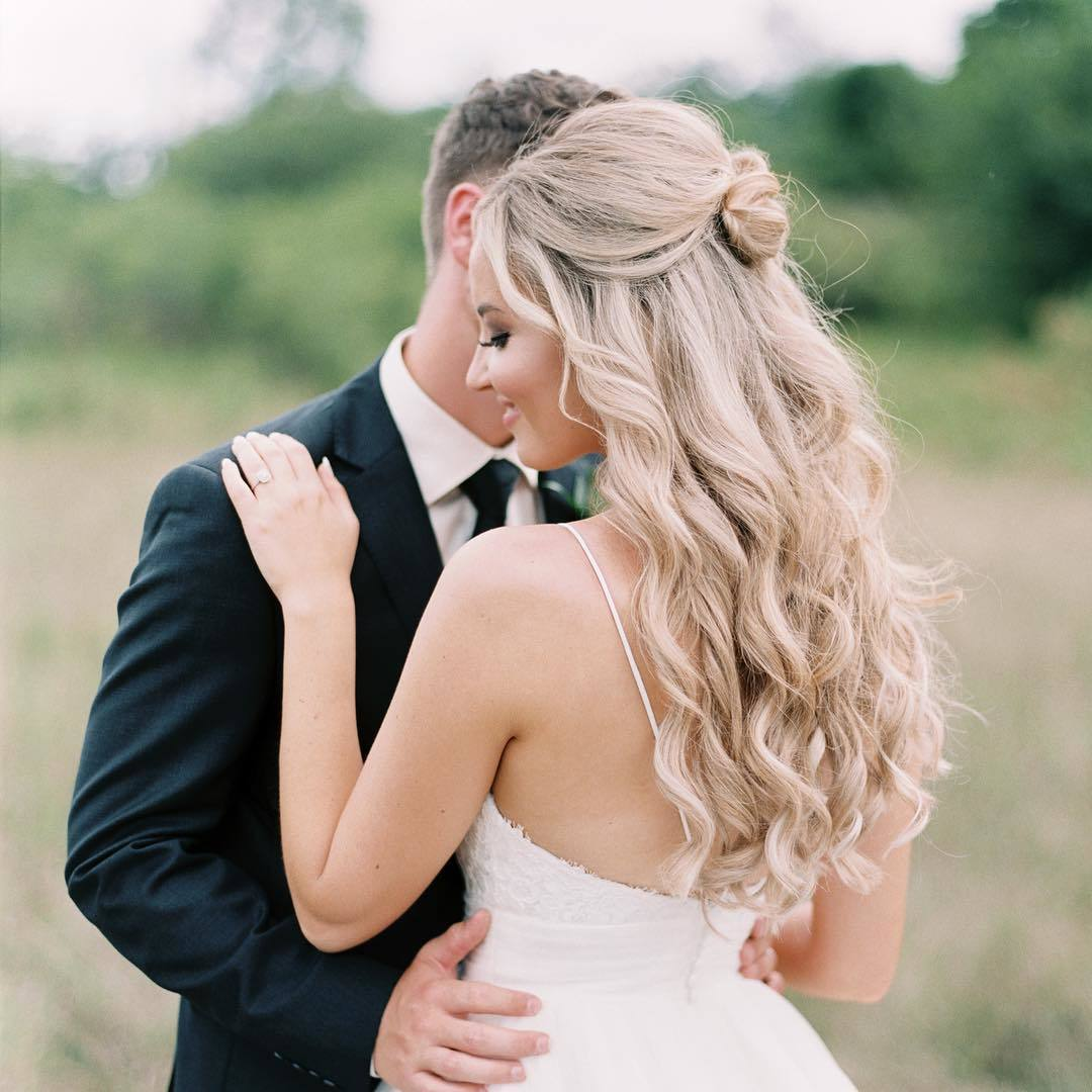 23 Romantic Wedding Hairstyles For Long Hair: 23 Stunning Half-Up, Half-Down Wedding Hairstyles