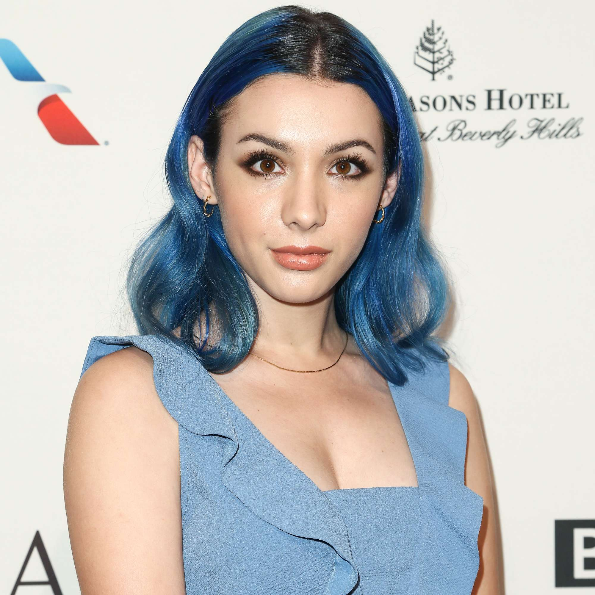hannah marks with blue dark brown ombre hair on the red carpet