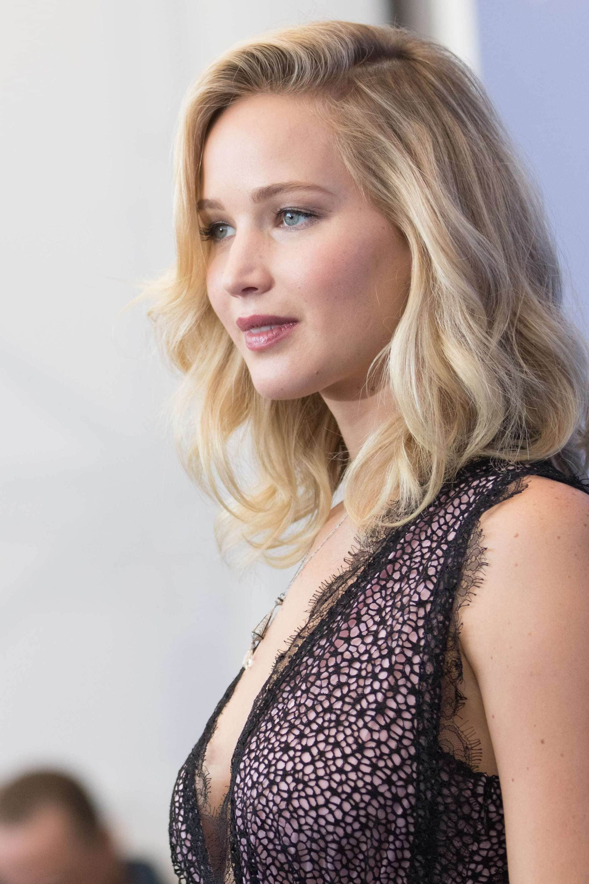 side profile of actress jennifer lawrence with cream soda blonde hair