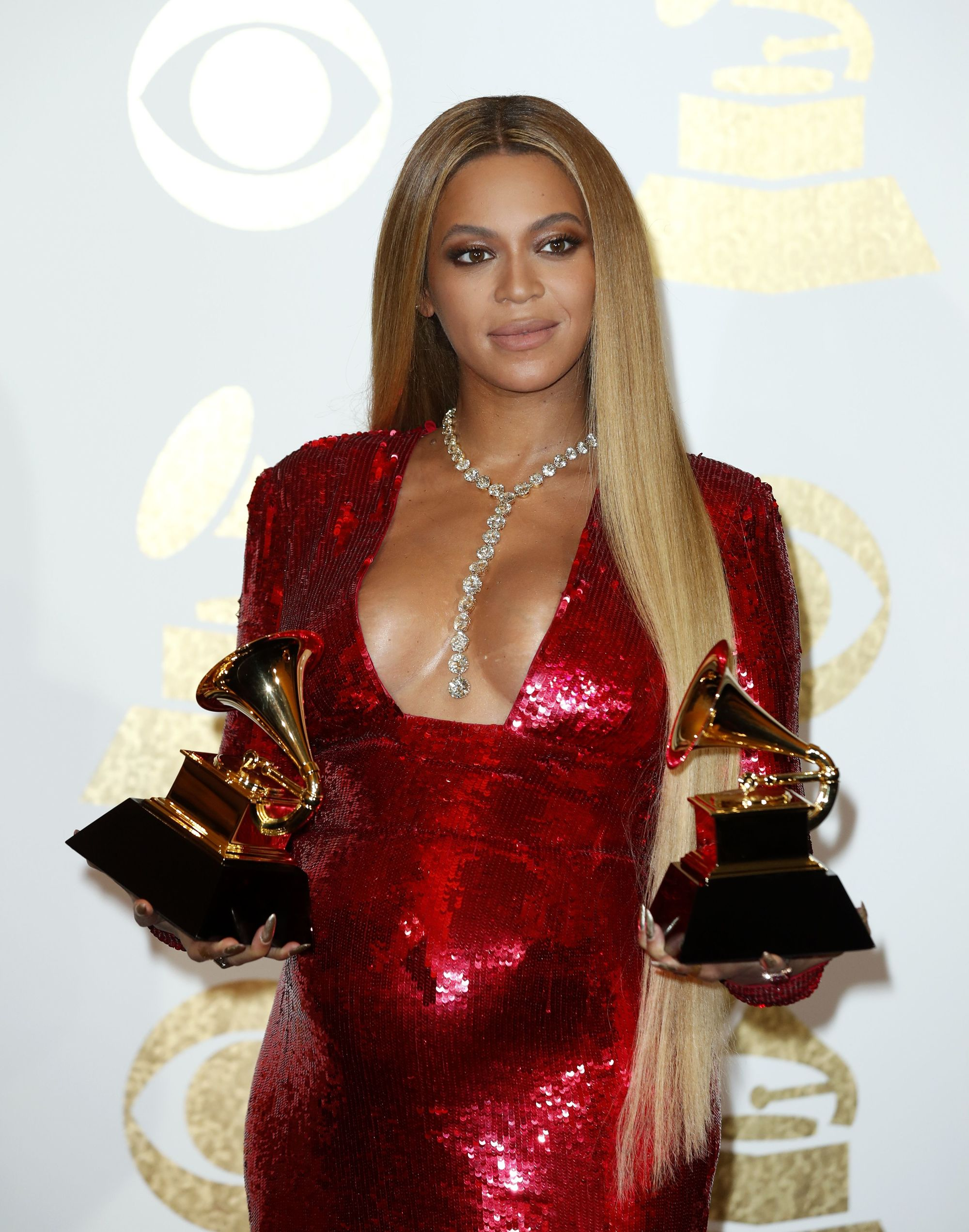 Beyonce with very long blonde straight hair at Grammy red carpet