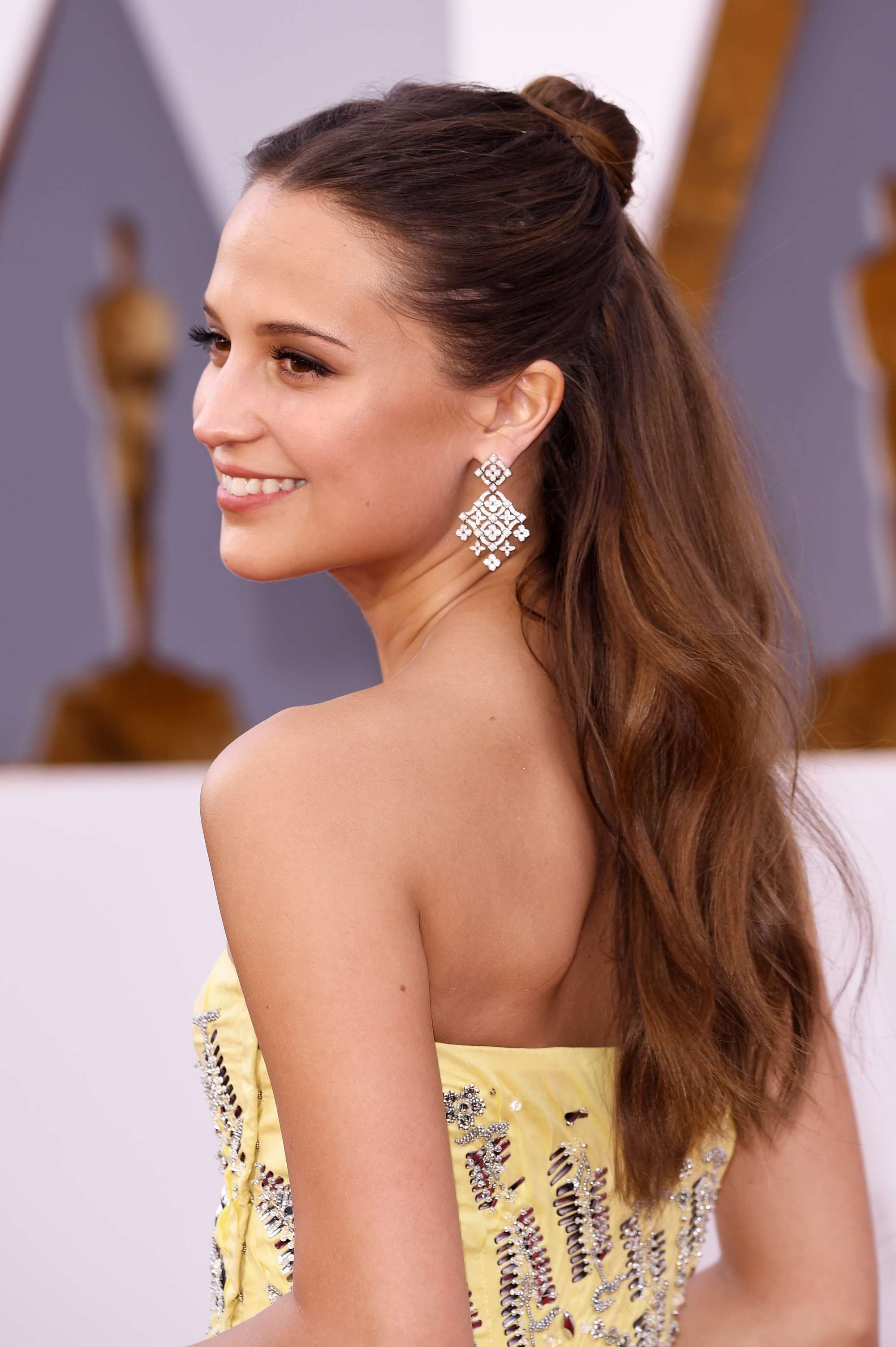 actress alicia vikander at the Feb 2016 academy awards with a half up half down hairstyle