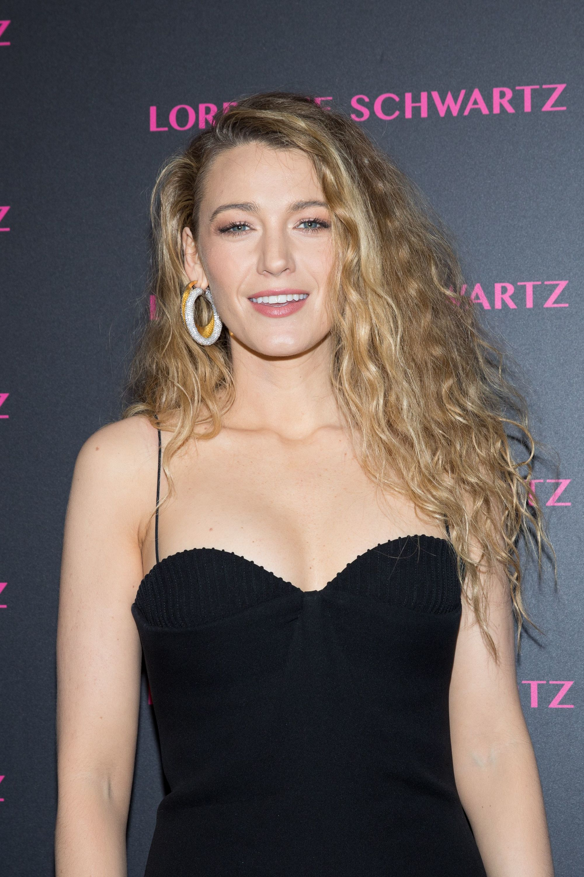 90s hairstyles: Blake Lively with Mariah Carey 90s style curls on her highlighted blonde hair